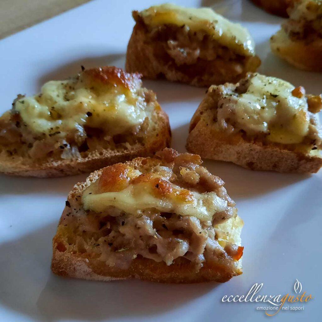 crostini con salsiccia e provola eccellenzagusto